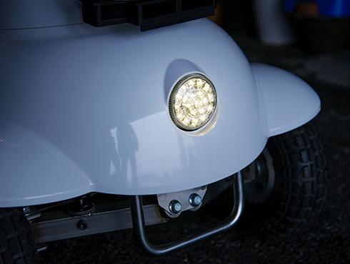LEDは常に点灯! 全方向の反射板でさらに安心